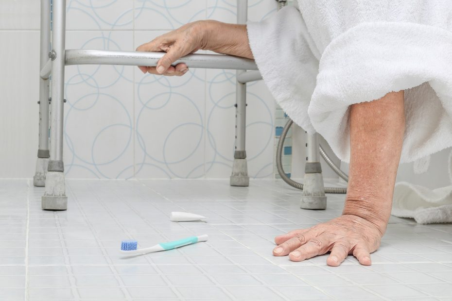 Common Causes of Recurring Falls in Seniors and How to Prevent Them